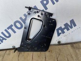 Монтажная пластина для крепления блока управления Scania