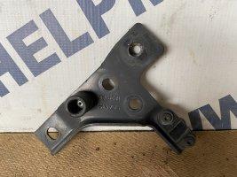 Кронштейн крепления промежуточной решётки радиатора прав. Scania