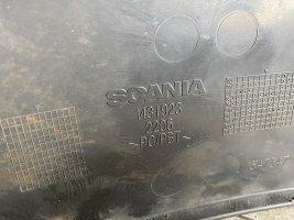 Пластиковое уплотнение фары прав. Scania СR